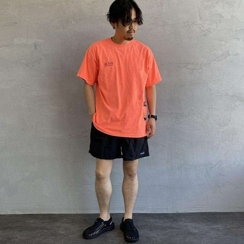 ALTUS Mountain Gear [アルタスマウンテンギア] 別注 ランダムロゴプリントTシャツ [AT-21SS-IN-SS010] ORANGE&&モデル身長:170cm 着用サイズ:L&&