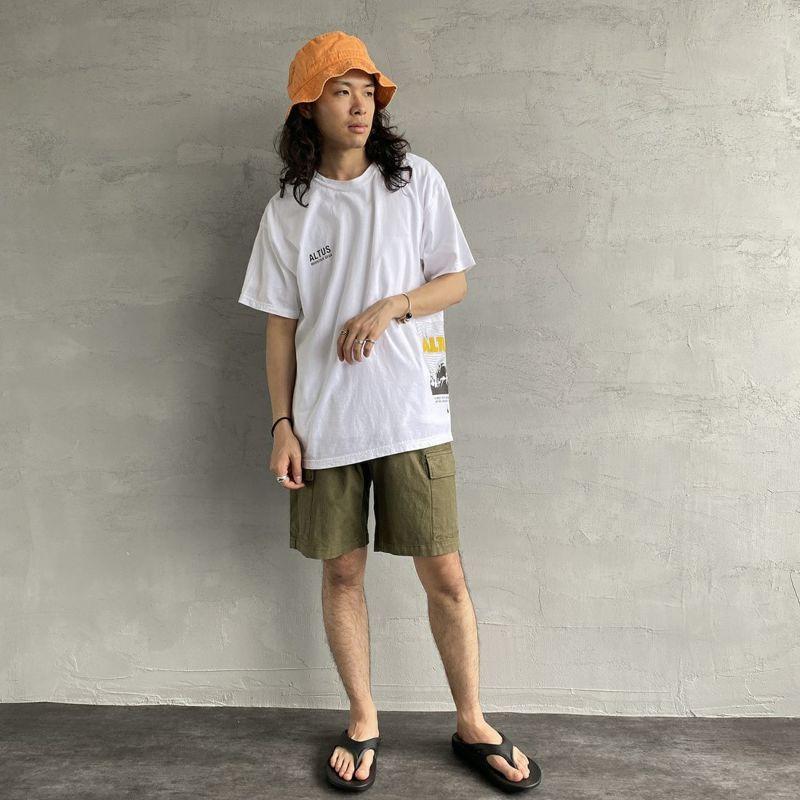 ALTUS Mountain Gear [アルタスマウンテンギア] 別注 ランダムロゴプリントTシャツ [AT-21SS-IN-SS010] WHITE&&モデル身長:170cm 着用サイズ:L&&