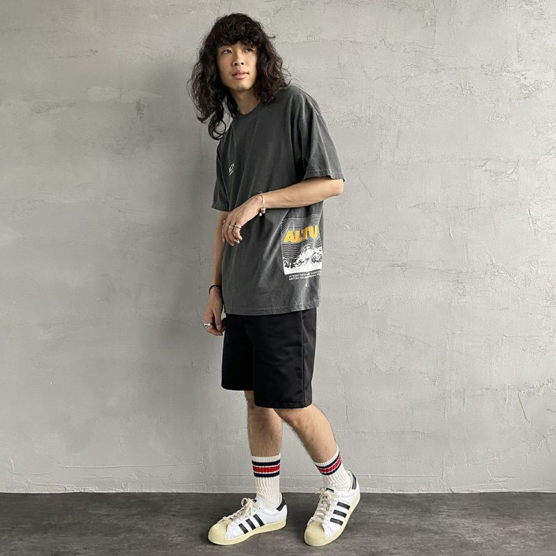 ALTUS Mountain Gear [アルタスマウンテンギア] 別注 ランダムロゴプリントTシャツ [AT-21SS-IN-SS010] BLACK&&モデル身長:170cm 着用サイズ:M&&
