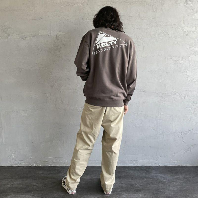 KELTY [ケルティ] 別注 バックロゴプリント クルーネックスウェット [KB-212-53003-JF] チャコール &&モデル身長:173cm 着用サイズ:M&&