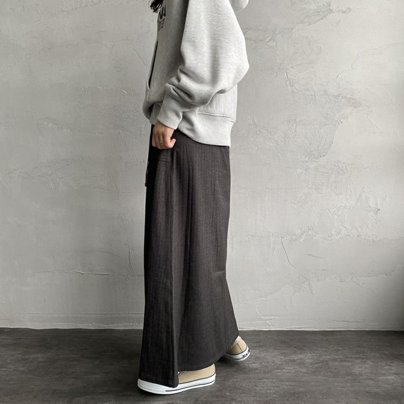 UNIVERSAL OVERALL [ユニバーサルオーバーオール] 別注 ベイカースカート [U2132700IN-JF] CHARCOAL&&モデル身長:160cm 着用サイズ:F&&