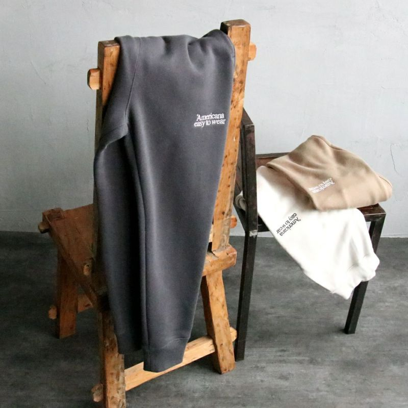 Americana × JEANS FACTORY [アメリカーナ × ジーンズファクトリー] 別注 ロゴ刺繍スウェットパンツ
